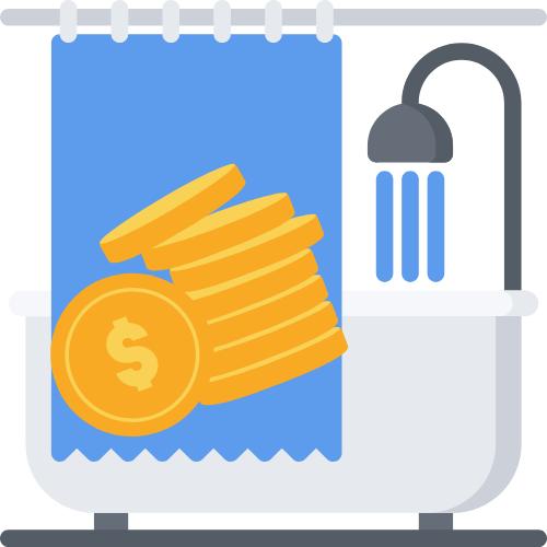 Badewanne mit blauem Vorhang und Münzen davor