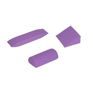 Ein dreiteiliges Lagerungskissen Set mit einer lila Farbe.