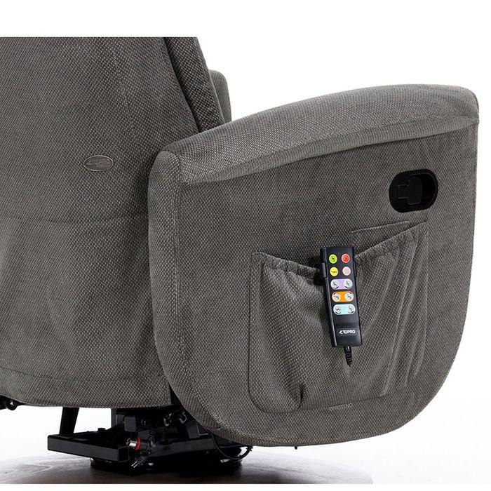 Die Seite eines grauen Sessels. An dieser ist eine graue Tasche an der eine Fernbedienung hängt.