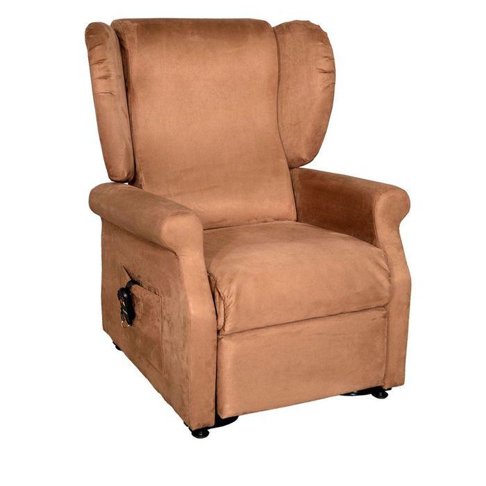 Ein brauner Sessel vor einem weißen Hintergrund. Der Sessel ist viereckig und steht auf Rollen.